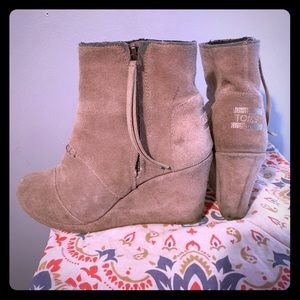 Size 5.5 Toms wedge booties